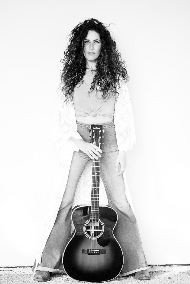 Sara Shiloh Rae | Photo by Max Hoetzel